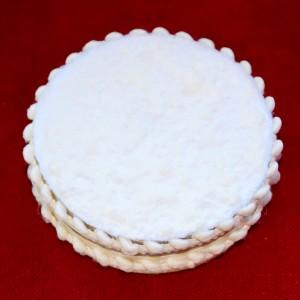 EVA: Weiß verzierte runde Dose