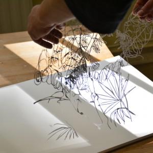 Jenni Tietze mit sezierter Zeichnung