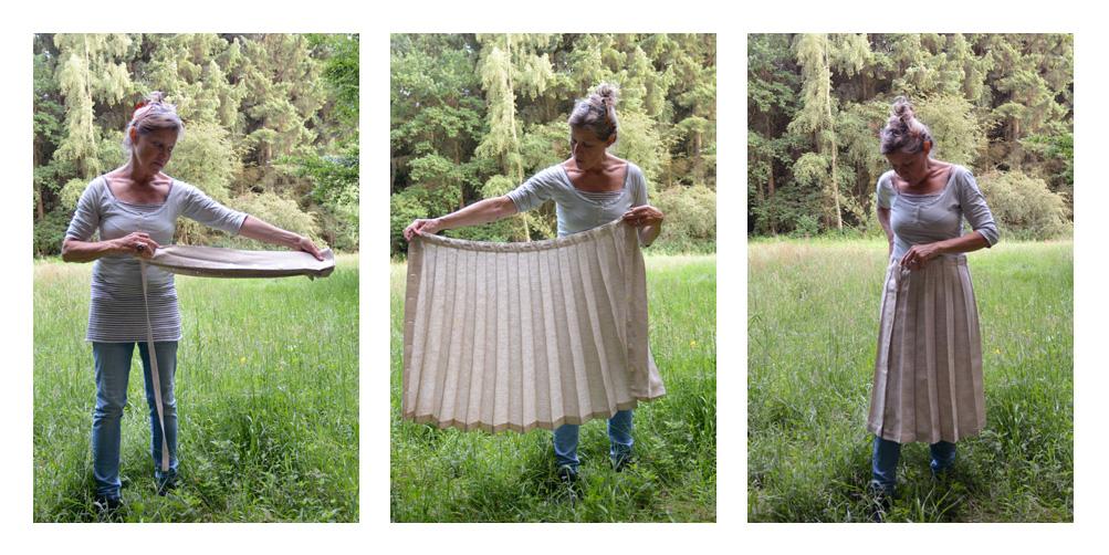 Drei Fotos von Bettina Ulitzka-Allali, die auf einer Wiese im Niendorfer Gehege ihren Reisefaltenrock vorführt.