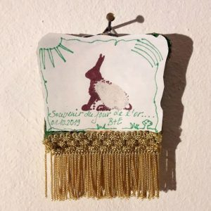 Zeichnung von Bettina, montiert auf Toastbrot, verziert mit Goldquaste