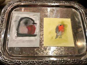 Silbertablett mit 2 Zeichnungen von Rotkehlchen