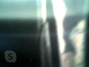 Ein grünstichiger Schubsengel der Hamburger Künstlerin EVA, per Skype gesendet.