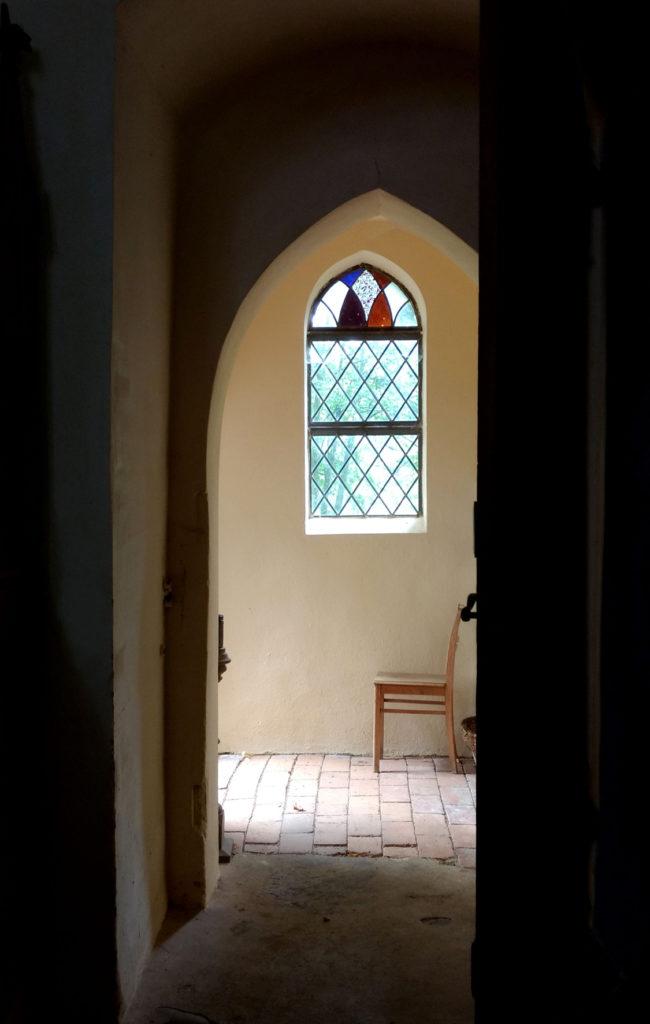 Blick in eine Kirche hinein, Foto von EVA