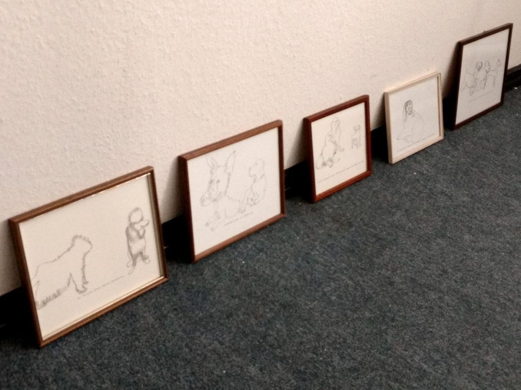 Jenni Tietze zeigt ein letztes Mal in ihrem alten Atelier sezierte Zeichnungen.